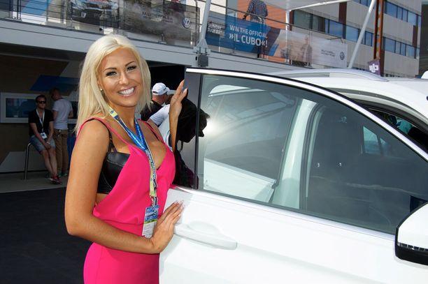 -Olen yllättävän hyvä kuski naiseksi, tykkään autoilusta.