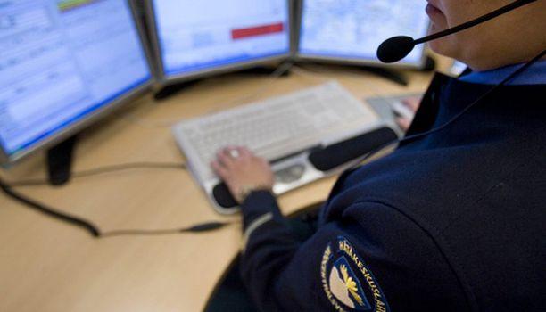Yhä useampi suomalainen soittaa hätäkeskukseen, jos tarvitsee neuvoa.