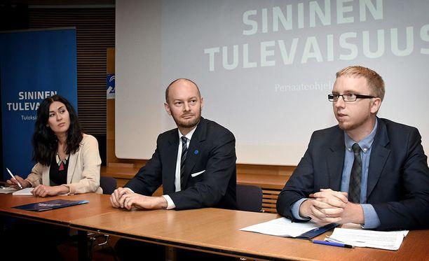 Sinisen eduskuntaryhmän Tiina Elovaara, Sampo Terho ja Simon Elo esittelivät ryhmän periaateohjelmaa Pikkuparlamentissa 1.9. 2017.