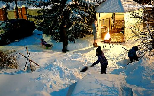 Lumi pilasi täydellisen grillaushetken – venäläisperhe katseli voimattomana vierestä