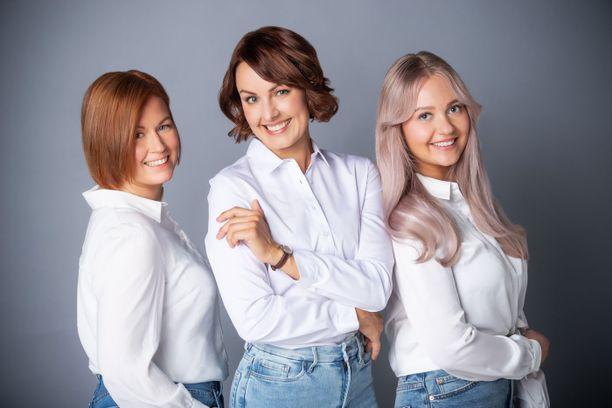 Ammattijärjestäjä Laura Holmström, radiojuontaja Suvi Hartlin ja kauneudenhoitoalan ammattilainen Anni Griinari ihastuivat intensiivisiin hiussävytteisiin.