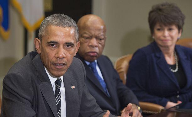 Valerie Jarrett (oik.) työskenteli presidentti Barack Obaman keskeisenä neuvonantaja.