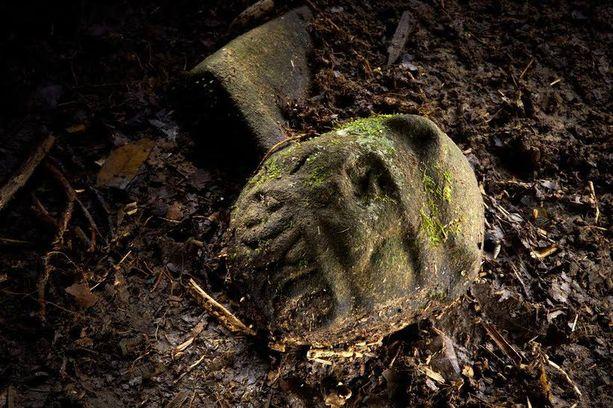 Hondurasin viidakon maasta pilkisti yhteensä 52 ihmisen valmistamaa esinettä, jotka oli kätketty mahdollisesti uhrilahjana.