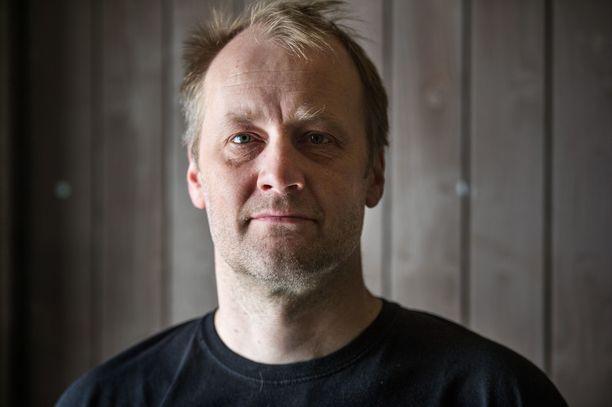 Foley-artisti Heikki Kossin kädenjälkeä kuullaan Oscar-palkitussa Sound of Metal -elokuvassa.