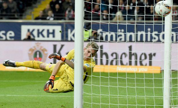 Darmstadt ei jättänyt Frankfurt-vahti Lukas Hradeckylle mitään mahdollisuuksia,