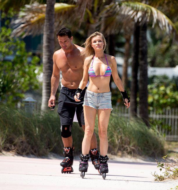 Krupa oli aviomiehensä Romain Zagon kanssa näyttävä pari Miamin helteessä.