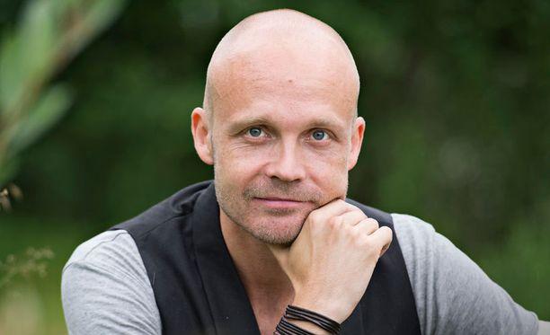 Uusi levy on Juha Tapion kahdeksas studioalbumi.