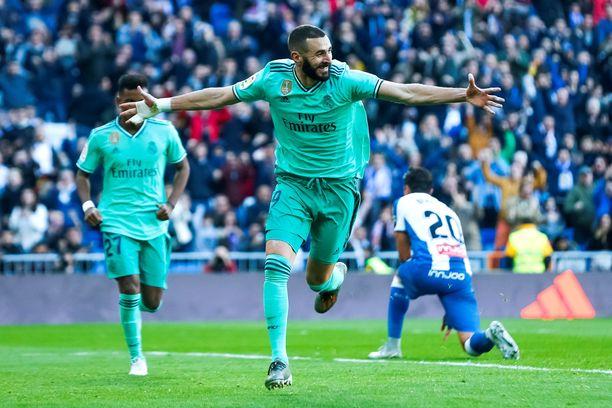 Karim Benzema tuuletti Santiago Bernabéulla harvinaisesti vihreässä peliasussa.