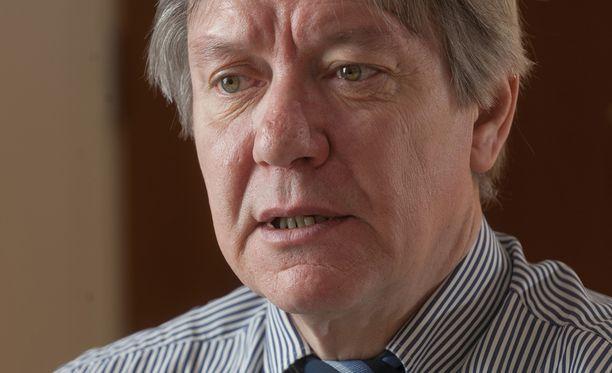 Tietosuojavaltuutettu Reijo Aarnio kritisoi tuoretta lakiesitystä.