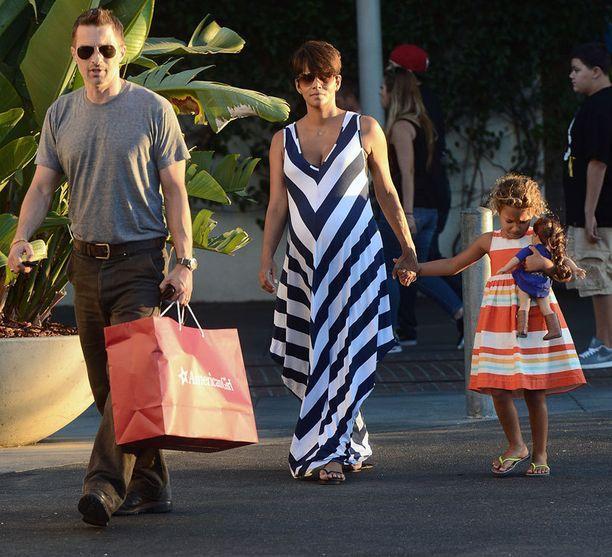 Olivier Martinezin ja Halle Berryn kolmihenkinen perhe sai lisäystä.