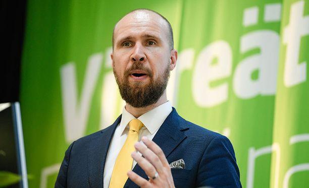 Vihreiden puheenjohtaja Touko Aalto nöyrtyi anteeksipyyntöön.