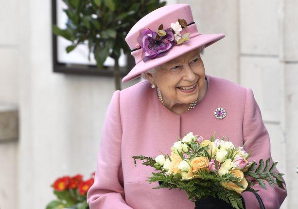 Halutessaan kuningatar voi tehdä Meghanin ja Harryn esikoisesta Hänen kuninkaallisen korkeutensa.