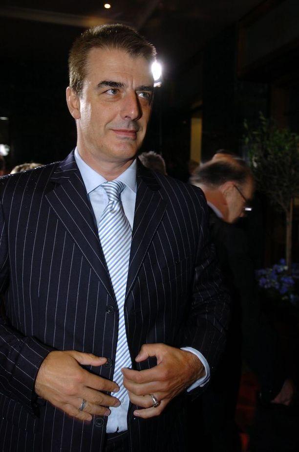 Chris North tuli tunnetuksi Kova laki -sarjan myötä. Mies avioitui Tara Wilsonin kanssa vuonna 2012.