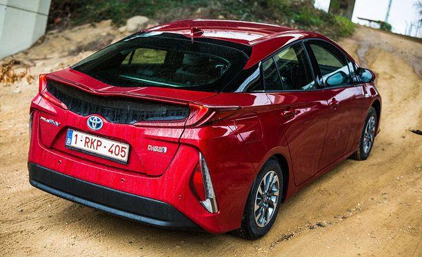 Toyota Prius Plug-In Hybridillä huristeltiin yhdellä latauksella yli 44 kilometriä.