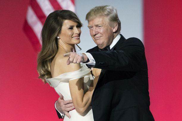 Miljonääri Donald Trump ja mallivaimo Melania Trump Yhdysvaltojen tuoreena presidenttiparina.