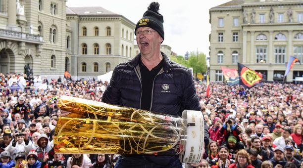 Kari Jalonen juhli SC Bernin kanssa Sveitsin mestaruutta viimeksi viime keväänä.