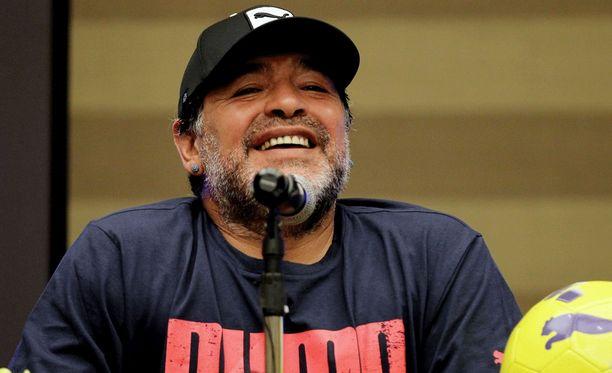 Diego Maradona on ilmeisen ylpeä omista pelitaidoistaan.