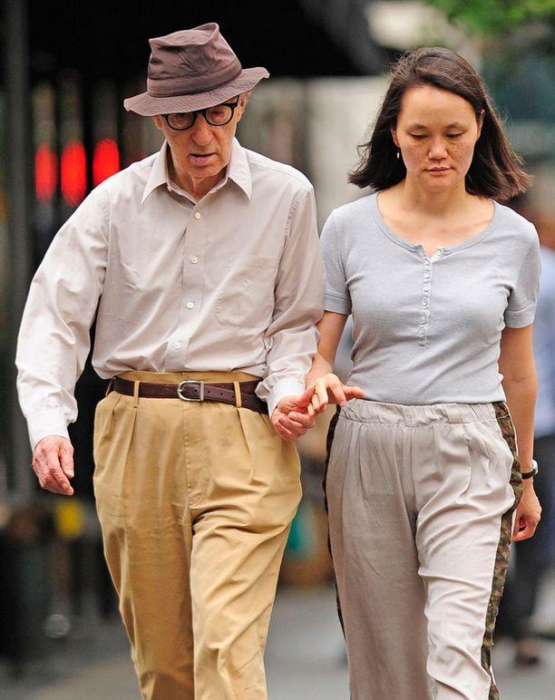 Allen on nykyisin naimisissa Mia Farrow'n ottolapsen Soon-Yi Previnillä (nyk. Allen) kanssa.