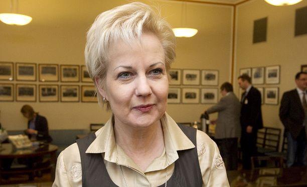 Suvi Lindén on entinen ministeri ja pitkäaikainen kansanedustaja.