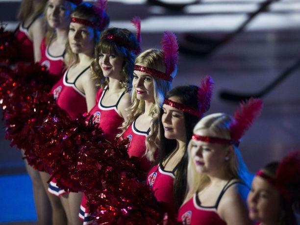 Big Red Cats Cheerleadersin tanssijoita ei enää nähdä HIFK:n kotiotteluissa.