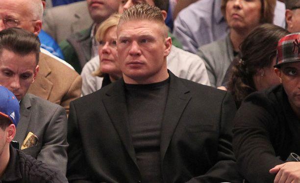 Brock Lesnarilla on kokoa ja näköä.