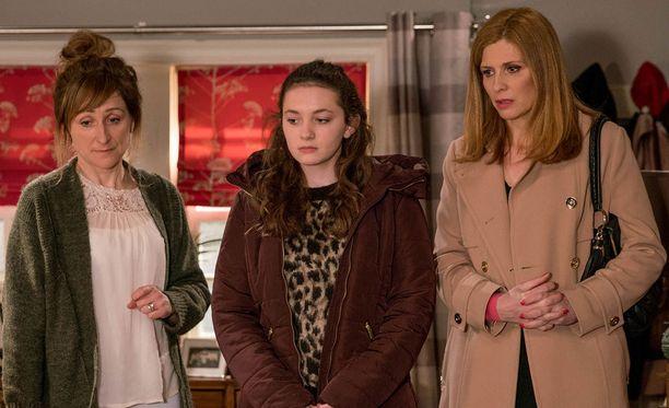 Laurel ei tiedä, että Gabby haluaisi jättää isälleen jäähyväiset kahden kesken. Bernice rauhoittelee, että kyllä tytär ehtii senkin tehdä - mutta ehtiikö sittenkään?