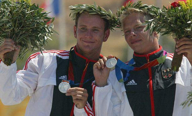 Stefan Henze voitti parinsa Marcus Beckerin kanssa koskipujottelun olympiahopeaa C-2-luokassa Ateenassa 2004.