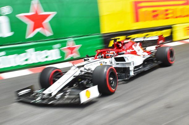 Kimi Räikkönen ei saanut Alfa Romeota lentoon Monacon GP:n aika-ajossa.