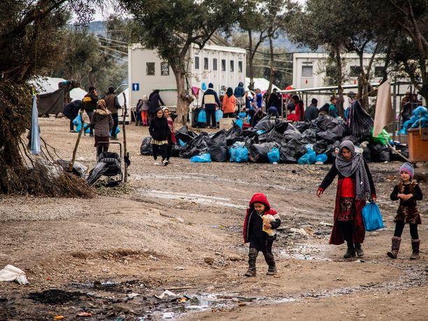 Kuvassa pakolaisia Morian leirillä Lesbos-saarella Kreikassa.