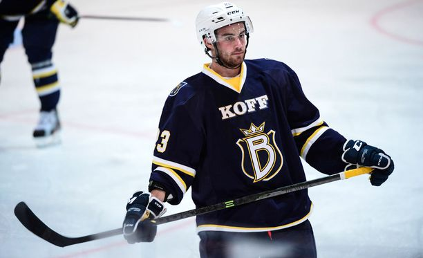 Ryan O'Connor pelasi viime kaudella Espoon Bluesin riveissä.