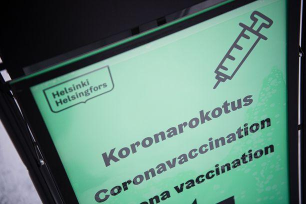 Alle 70-vuotiaita riskiryhmäläisiä rokotetaan rinnakkain ikäihmisten kanssa.
