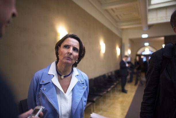 Liikenne- ja viestintäministeri Anne Berneriä ei informoitu Vehviläisen eläkevirasta.