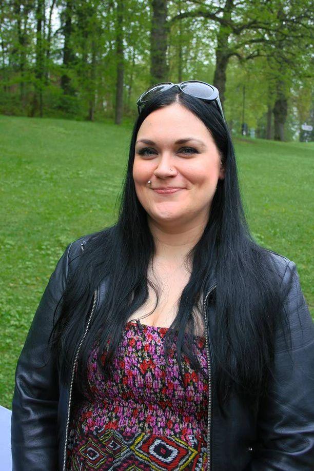 Maajussi-Lauran pikatreffeillä flirttaillaan ja vaihdetaan pitkiä halauksia.