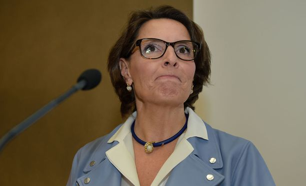 Oppositio tyrmäsi liikenne- ja viestintäministeri Anne Bernerin liikennevisiot.