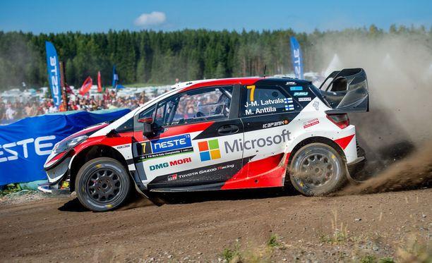 Jari-Matti Latvala kamppailee palkintopallisijoista.
