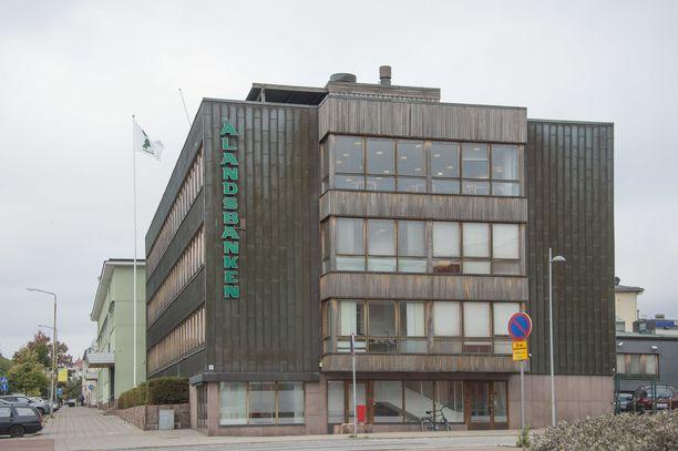 Ålandsbanken päätti jakaa osakkeenomistajilleen osinkoa, vaikka Finanssivalvonta on suositellut sen rajoittamista.