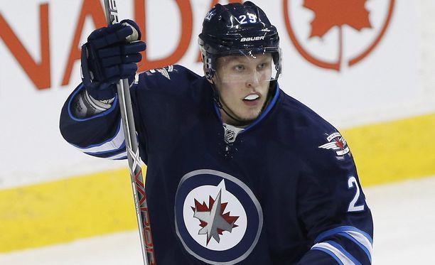 Kaksi maalia tehneen Patrik Laineen tehopisteet ovat 26 NHL-ottelun jälkeen 15+6.