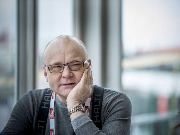 Tapio Suomisen pitkä ura Ylen palveluksessa päättyi helmikuussa.