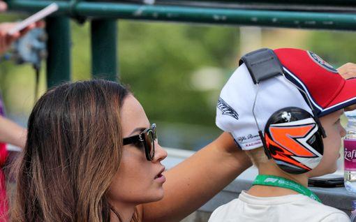 Robin Räikkönen, 5, laittoi Alfa Romeolta saadun lahjan vimmattuun testiin – paahtoi hurjan urakan Kimin kanssa