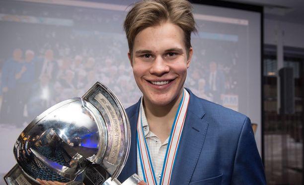 Jesse Puljujärvi olisi osallistuessaan Suomen joukkueen suurin tähti.