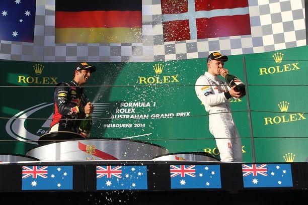 Magnussen pääsi vuonna 2014 Australiassa ajamassaan F1-debyytissä kuohujuoman makuun toistaiseksi ainoan kerran urallaan. Hän ylitti maalilinjan kolmantena, mutta nousi toiseksi Daniel Ricciardon hylkäyksen johdosta.