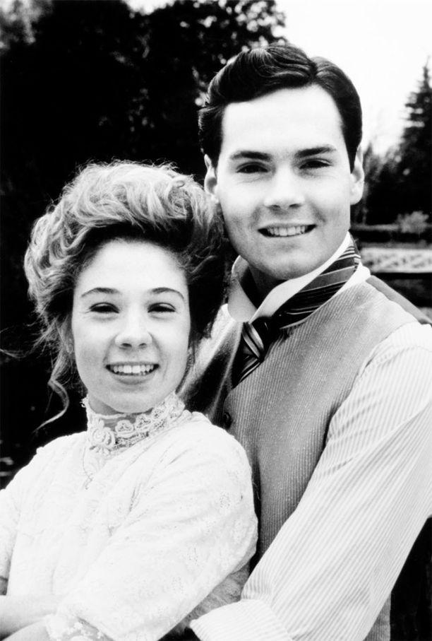 Annan ja Gilbertin rakkaustarinaa kuvattiin 1980-luvun tv-sarjassa. Gilbertin roolissa oli Jonathan Crombie.