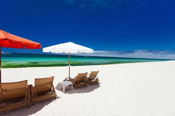 Filippiineillä riittää valkoisia rantoja.