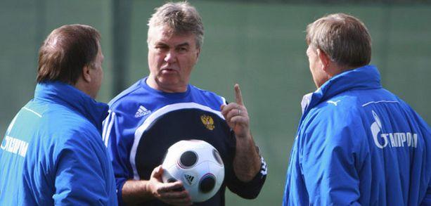 Guus Hiddink palvelee kahta herraa ainakin kevään.