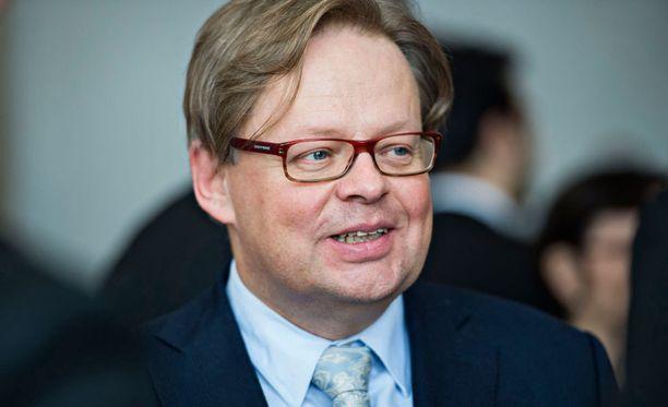 Kansanedustaja Juhana Vartiainen uskoo, että työlle löytyy sunnuntaisikin tekijä, vaikka siitä ei maksettaisi tuplapalkkaa.