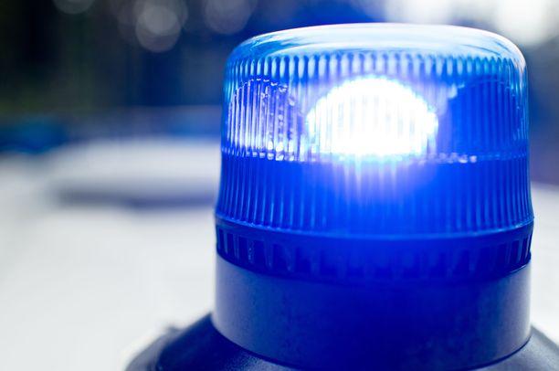 Yksi henkilö sai surmansa kahden henkilöauton nokkakolarissa Vantaalla perjantai-iltana. Kuvituskuva.