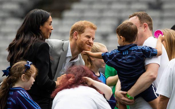 Meghan ja Harry nähdään usein julkisuudessa rakastuneen oloisina.
