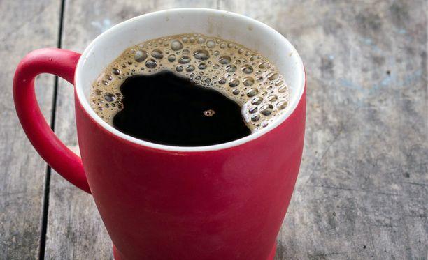 Kahvin sisältämä kofeiini vilkastuttaa suoliston toimintaa - monelle tulee kiire vessaan.
