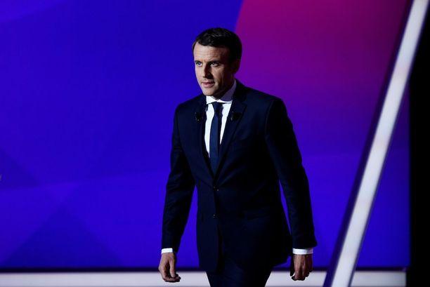 Ennakkosuosikki Emmanuel Macron puolestaan kannattaa rajojen pitämistä auki.