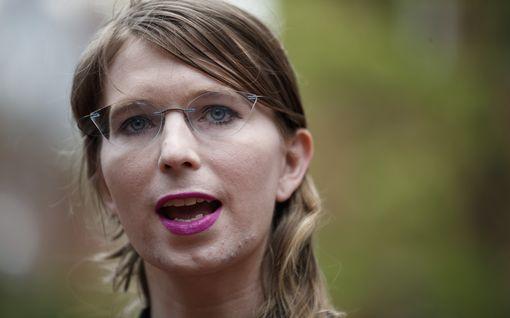 Tietovuotaja Chelsea Manning vahingoitti itseään vankeudessa